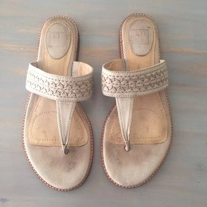FRYE Artisanal Beige Leather Thong Sandal Size 8